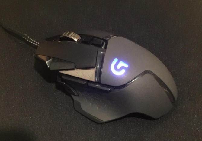 Logitech G502 fingertip grip mouse